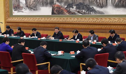 图为:2015年1月12日,习近平在北京主持召开座谈会,同中央党校第一期县委书记 研修班学员进行座谈并发表重要讲话。