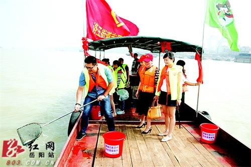 世界清洁地球日岳阳百名志愿者发起环保龙凤公益高中胎图片