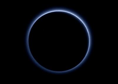 NASA新照片显示冥王星拥有蓝色大气层(图)|NASA|冥王星_新浪新闻sf全圖win7教學