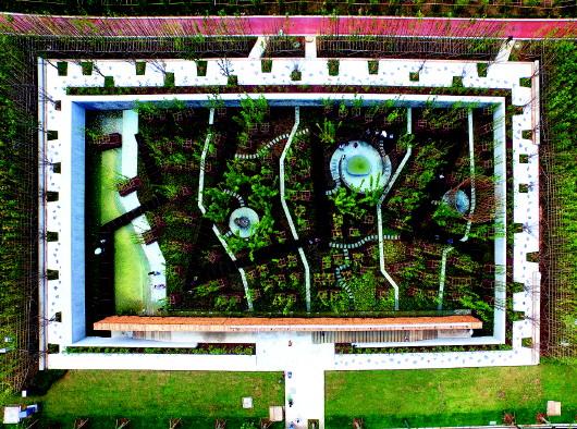 这是法国著名风景园林大师亨利·巴瓦设计的下沉花园迷宫.