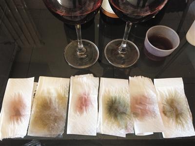 3种红酒滴在餐巾纸上的扩散情况(左)及滴入碱水后的颜色变化(右)。