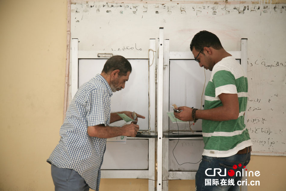 暌违三年埃及再度举行议会选举 民众投票热情