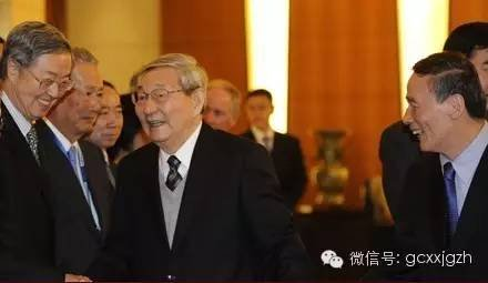 图:2013年10月,王岐山陪同朱镕基会见清华大学经济管理学院顾问委员会委员。