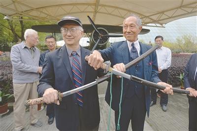 南京抗日航空纪念馆获赠侵台日军投降献降军刀