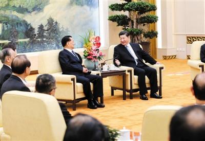 2015年9月1日,习近平在北京人民大会堂会见前来参加抗战胜利70周年纪念活动的连战等台湾各界代表人士。新华社记者 马占成 摄