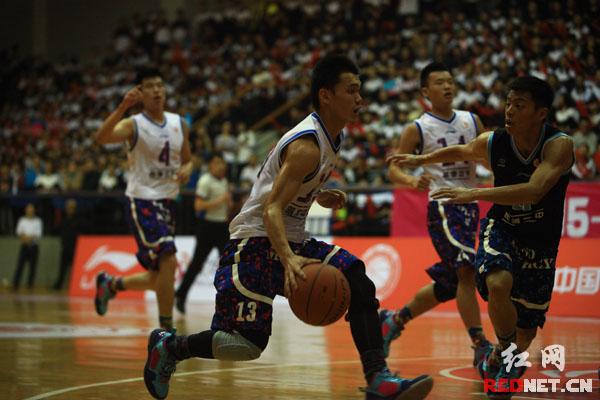 全国初高中篮球联赛长沙揭幕 明德中学迎开门