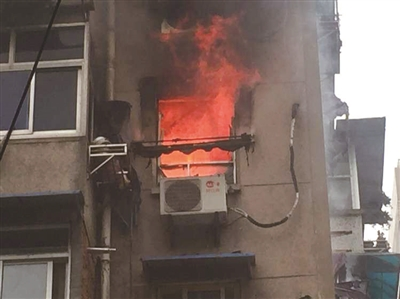 户主汤某怀疑电路老化引发火灾,而起火原因目前警方正在调查处理.