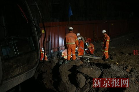 事故抢修现场。新京报记者 周岗峰 摄