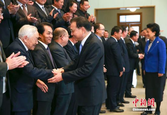 11月30日,中共中央政治局常委、国务院总理李克强在北京会见中国博士后青年创新人才座谈会代表,并发表重要讲话。
