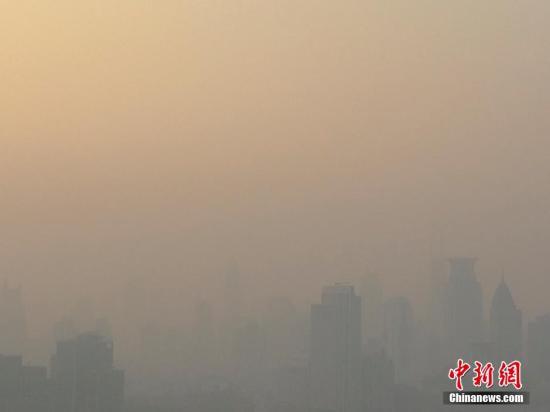 中央气象台发布霾黄色预警和大雾橙色预警
