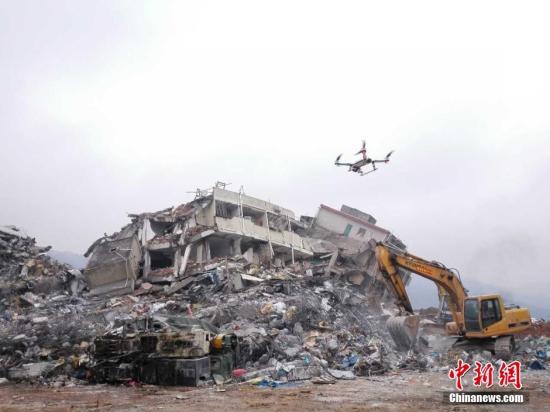 深圳光明新区山体滑坡救援持续进行 。 敖卓谦 摄