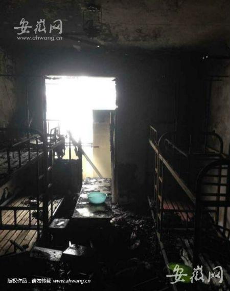 合肥财经职业学院一女生宿舍楼起火被烧图片