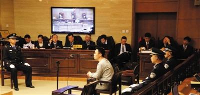 1月7日,快播案件庭审现场的辩护人席。该案被告人律师团队一共10位律师,与公诉人展开辩论。新京报记者 李飞 摄