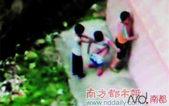 性交自慰视频_网上曾经流传的视频,几个小孩子在模仿大人性行为.资料图片