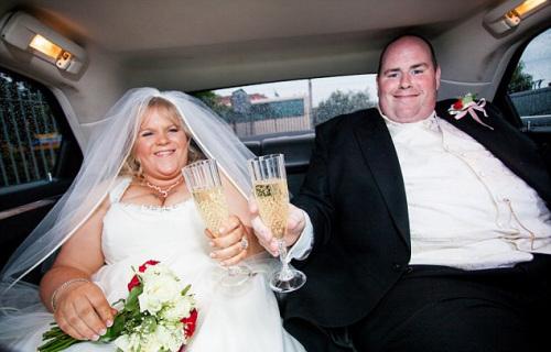 夫妇俩减肥前的结婚照。
