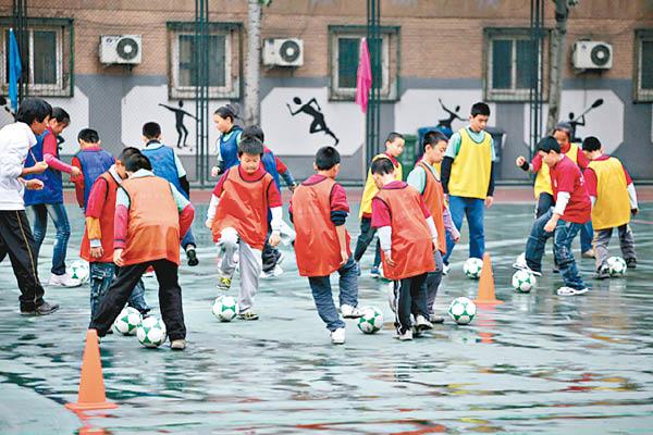 中国近年致力发展校园足球。