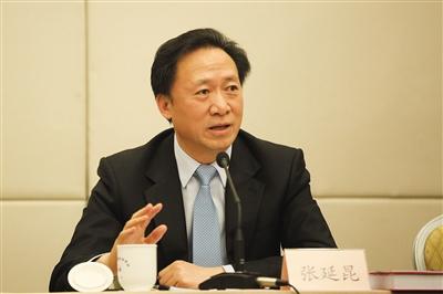 昨日,北京市委常委、政法委书记张延昆参加小组讨论。