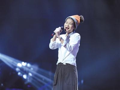 ...歌曲《野子》燃了整个夏天的苏运莹(右图)成为首位踢馆歌手....