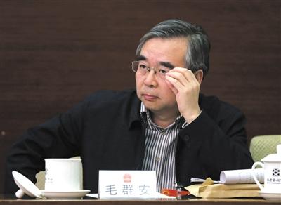 昨日,北京市人大代表、国家卫计委宣传司司长毛群安参加小组审议。