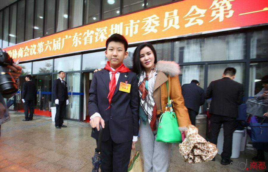 深圳两会模式开启 最年轻列席委员是位14岁小