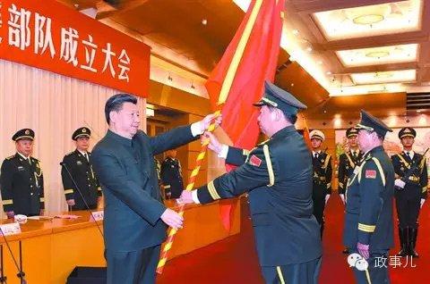 习近平向陆军司令员李作成授旗