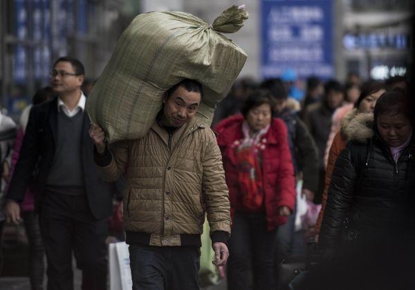 外媒:中国农民工春节