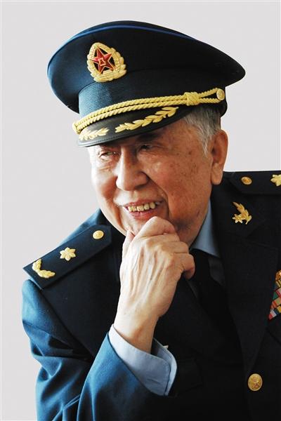 著名艺术家、空军政治部文工团创作员阎肃因病于2016年2月12日逝世。新华社发
