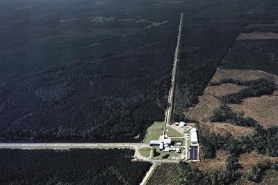 美国路易斯安那州的激光干涉引力波天文台。新华社发
