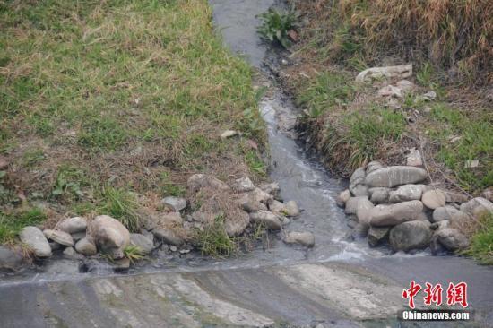 资料图:排污现场。中新社发 图片来源:CNSPHOTO