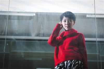 """2月25日,王嫣芸在北京向阳区本人的作业室。5年前,假名""""苏紫紫""""的她曾""""一脱成名""""。 新京报记者 彭子洋 摄"""