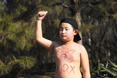 9岁的小伴侣赤裸下身跑彻底程。