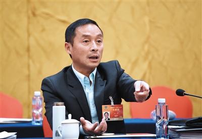 施杰 全国政协委员、律师,四川省律师协会监事长。受访者供图