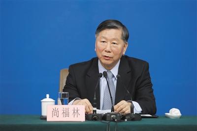 昨日,十二届全国人大四次会议新闻中心举行记者会,中国银行业监督管理委员会主席尚福林回答记者提问。