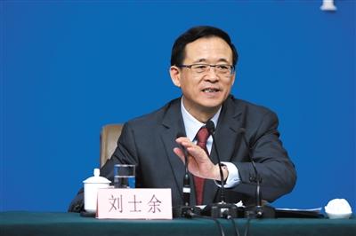 中国证券监督管理委员会主席刘士余正在回答中外记者提问。