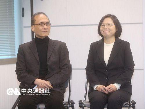 """蔡英文(右)3月15日上午和林全(左)举行记者会,表示4月将定调人事。来源:台湾""""中央社"""""""