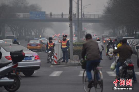 资料图:2015年12月北京启动空气重污染红色预警