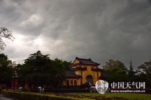 上午10时桂林王城景区已经白昼如夜