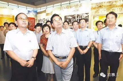 2011年7月,吴官正观光地方苏区革新传统主题展览。