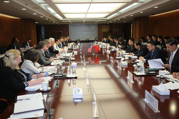 4月28日,商务部国际贸易谈判副代表张向晨与美