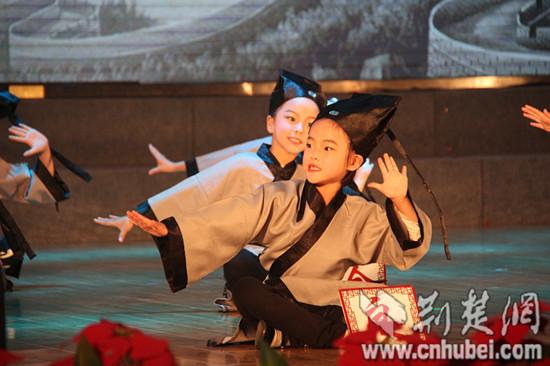 武汉小学生着教师立志典古装代表诵经善读无小学生二年级周记图片