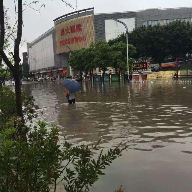 广州下午转雷阵雨 今早大水漫入长湴地铁站
