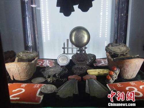 阿龙收藏的一些胡同门牌及其他老物件
