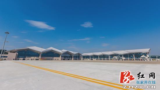 张家界荷花机场扩建工程新航站楼钢结构工程荣获金奖