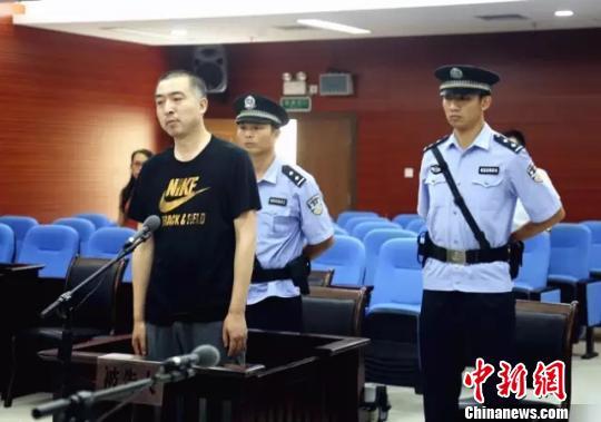 被告人李小勇接受法庭宣判。 吴凰汇 摄