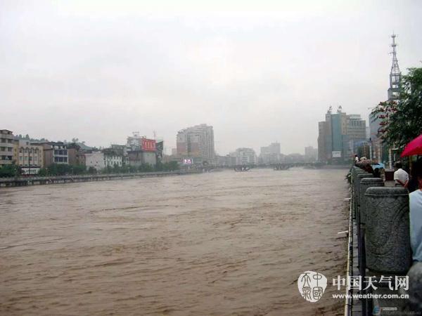 部遭遇大暴雨 河水暴涨农作物被淹_天气预报_