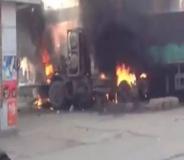 唐山丰润区沙流河发生一起严重车祸 车辆爆炸