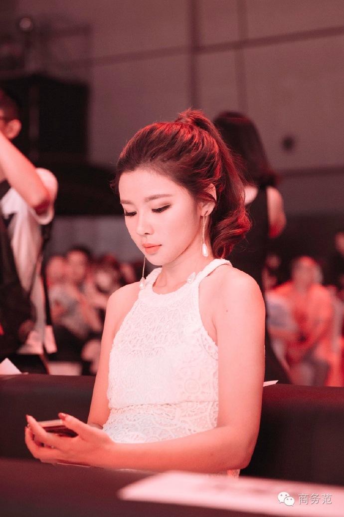 ?网红三号:@Fancystyle,认证信息微博时尚达人 fancystyle品牌主理