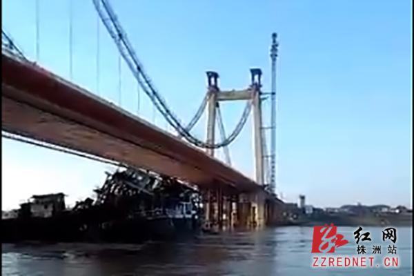 运砂船撞上株洲枫溪大桥铁墩 一分钟左右便沉没