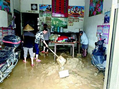 图文:紧急行动起来抗御暴雨洪水