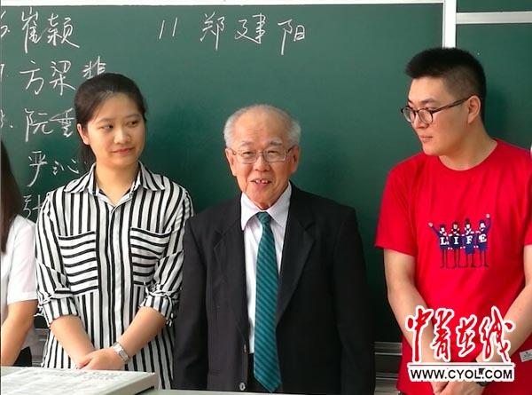 亚华裔留学生十年写就16万字硕士毕业论文|答